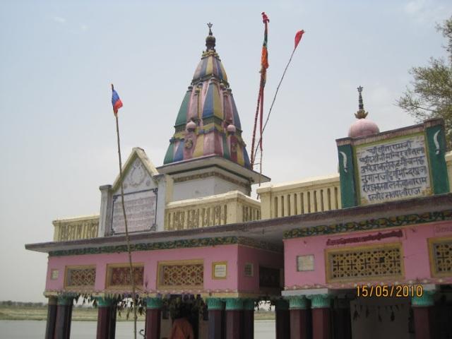 Hanuman temple on the banks of Ganges,Srungaberipur