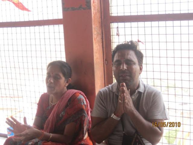 perf. bhajan at Hanuman dhaara