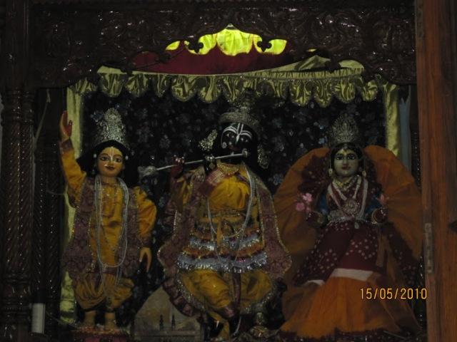Radha-Krishna at Gaudiya Mutt, Allbd