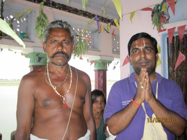 with+temple+priest+at+Srungaberipur