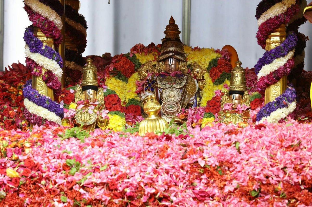 Lord   venkateshwara    and     the    poor     potter.kummara dAsuDaina kuru varati nambi emmanna varamulella nichchina vADu